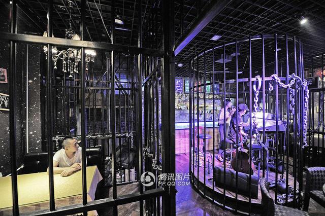 Ouverture d'un restaurant prison en Chine