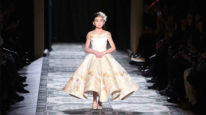Un mannequin chinois de 9 ans qui fait le buzz à la Fashion Week de Paris