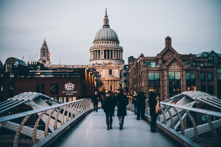 Hausse de 40 % du nombre de touristes chinois allant au Royaume-Uni