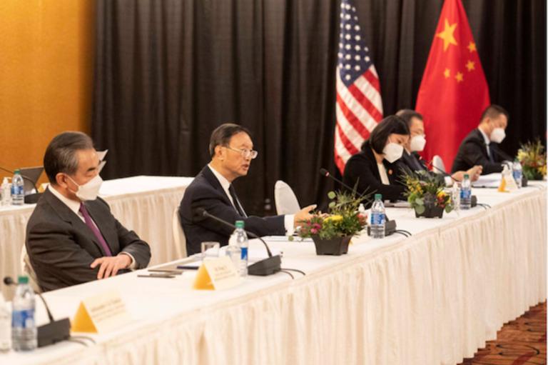 Les nouilles instantanées d'un haut diplomate chinois : grand sujet de discussion les médias sociaux chinois